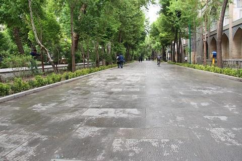 خبرنگاران اصفهان گزارش می دهد؛ گذر فرهنگ و هنر چهارباغ عباسی بهاری تر از هرسال به استقبال مسافران نوروزی می آید