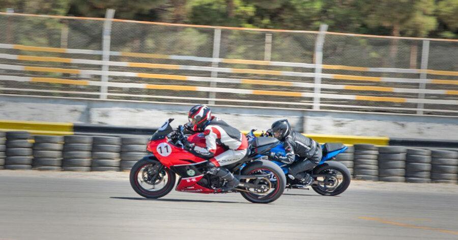 نخستین دوره مسابقات موتورسواری بانوان برگزار گردید