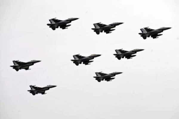 فرودگاه معیتیقه طرابلس هدف حمله نهاده شد، توقف پروازها