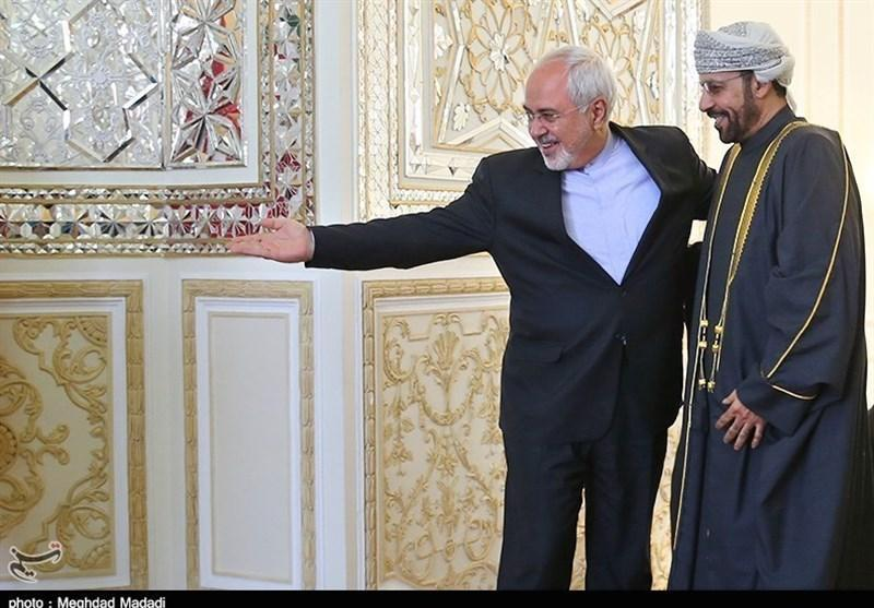 ظریف: ایران هیچ محدویتی برای گسترش روابط خود با عمان ندارد
