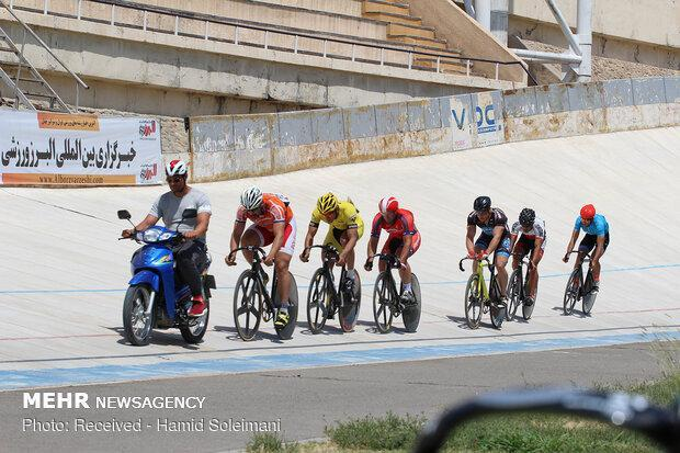 رکابزنان راهی کره شدند، مسابقه ای که یک سال زودتر برگزار می گردد