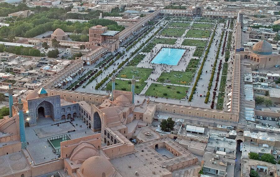 فرونشست زمین در میدان تاریخی نقش جهان اصفهان دیده شد