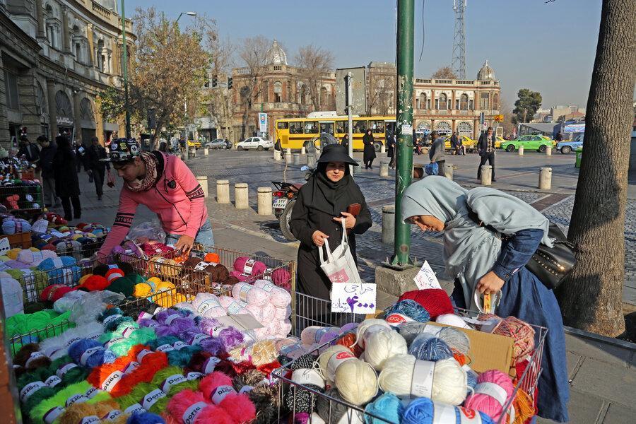 پایکوبی رنگ های گرم در زمستان حسن آباد