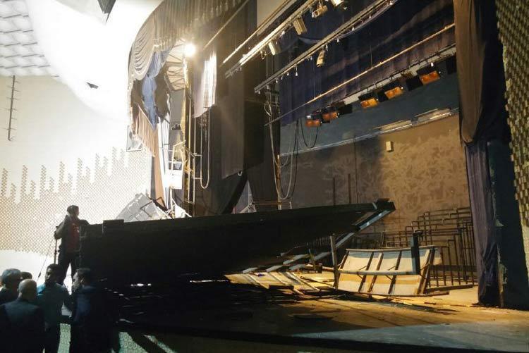 سقف سالن اصلی تئاتر شهر در تهران فرو ریخت