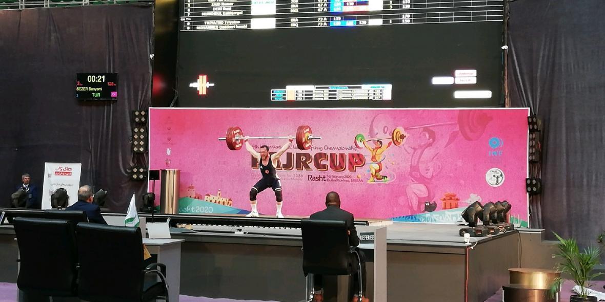 رقابت وزنه برداران 12 تیم ایرانی و خارجی در دومین روز از مسابقات انتخابی المپیک 2020 توکیو در رشت
