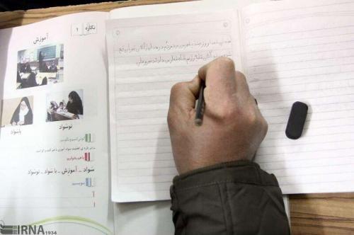 خبرنگاران 2 عنوان کتاب نهضت سوادآموزی در چهارمحال و بختیاری رونمایی شد