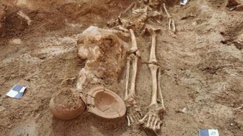 گورستان باستانی در یک کاخ کشف شد